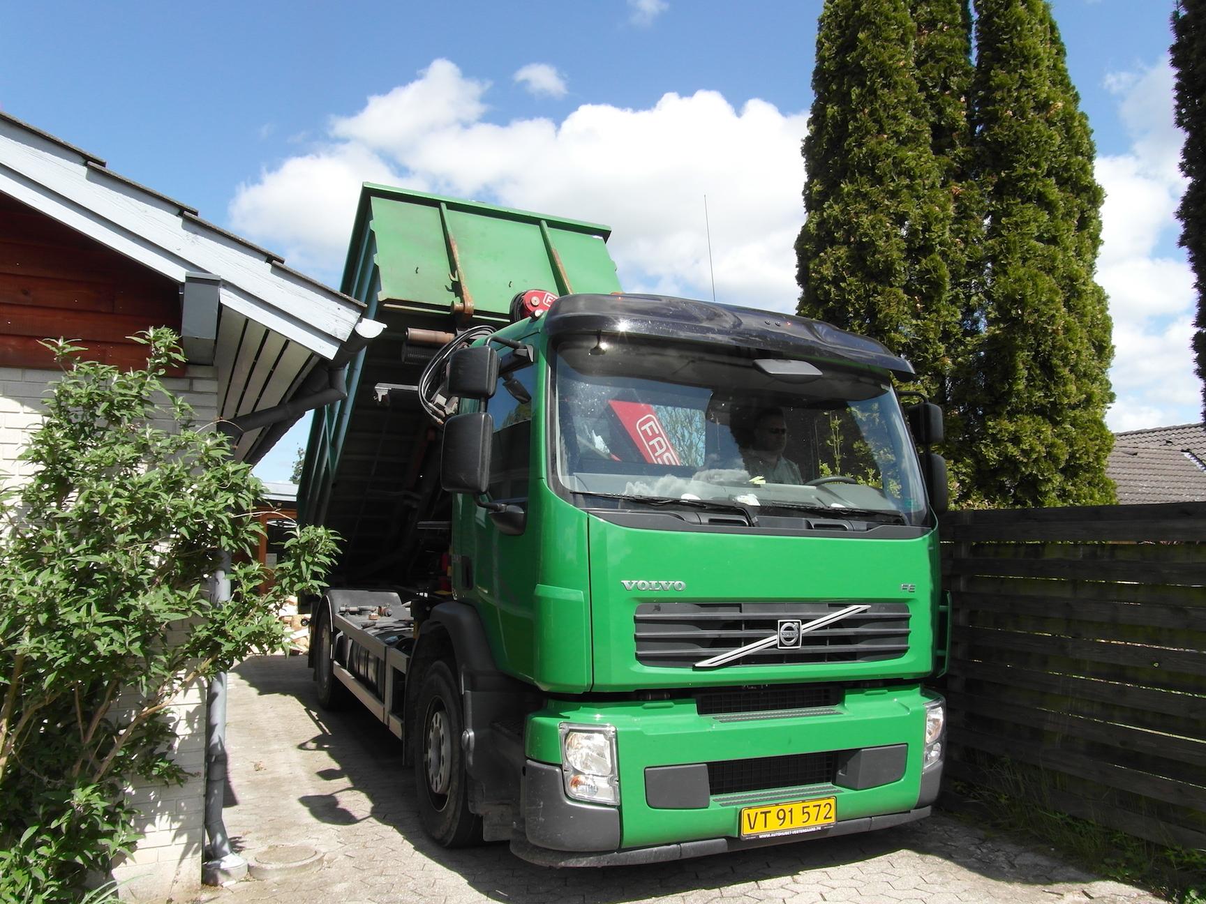 John's Brænde og Transport - kran - grab- container - grus - sten - flis - transport af affald ...